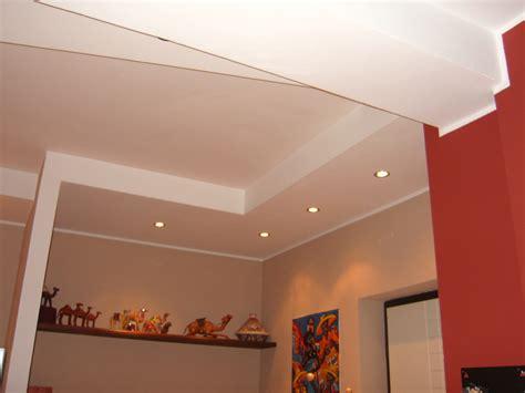 cartongesso soffitto con faretti foto ribassamento con faretti di azienda service 238256