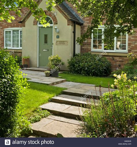 modern cottage garden before attractive modern cottage style house with steps and