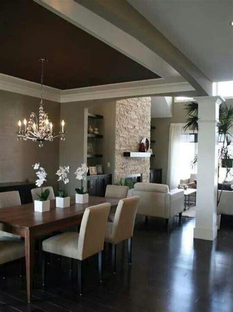 sala comedor en color beige escayola techo salon