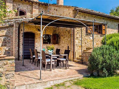 terrasse toskana ferienhaus toskana mit hund 8 personen san gimignano