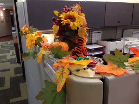 Fall Cubicle Decorating Ideas - cubicle dressed up for autumn cubicle pinterest