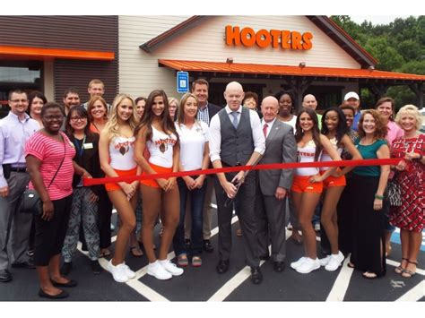 hooters atlanta georgia hooters douglasville holds grand opening douglasville