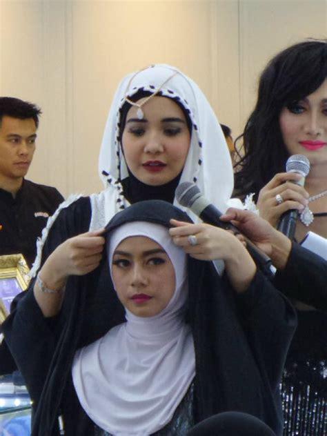 tutorial berhijab zaskia sungkar ramadan 2015 zaskia sungkar dakwah lewat tutorial hijab