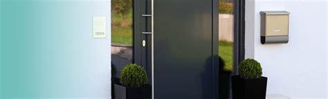 Eingangstüren Mit Seitenteil Modern by Haust 252 Ren Fensterbau