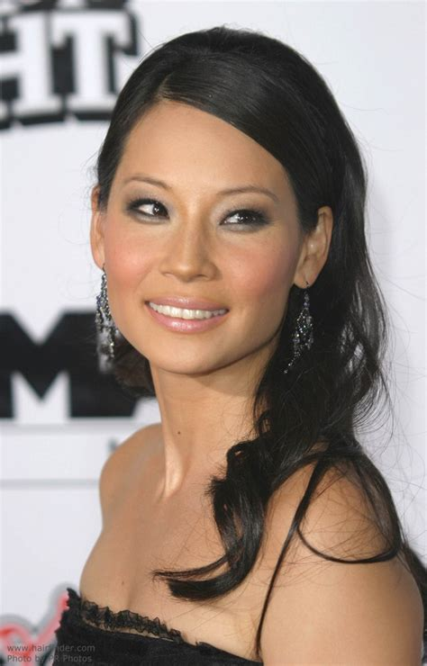 lucy liu wearing her long straight hair with a center part and angled sides