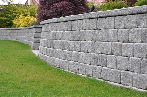 retaining wall installation materials