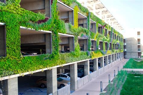 Living Set Syntetic Mumbai lush living wall breathes into an otherwise dull