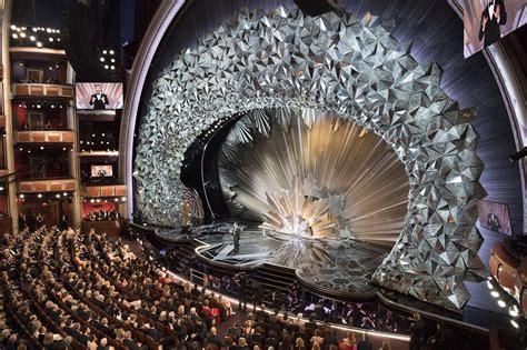 internet      sparkly stage design
