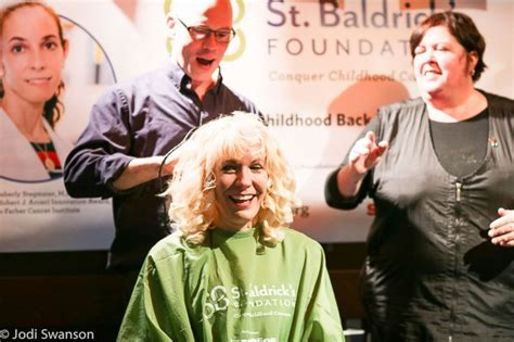 bridesmaid shaving stories bride shaves her head 2 months before her wedding to honor