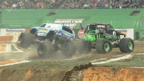 grave digger truck schedule hooked and grave digger crash indianapolis 2016 hooked