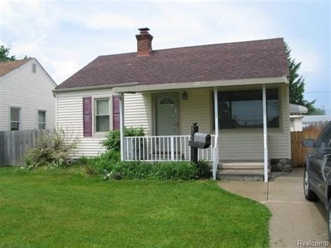 832 antoine st wyandotte mi 48192 detailed property info