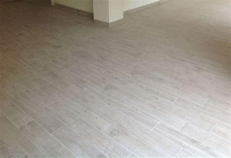 immagini di pavimenti immagini di finto parquet ispirazione design casa