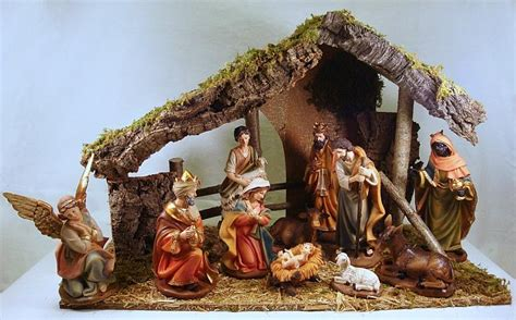 crib 8 inch nativity figures with stable