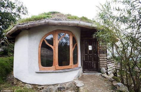 couple builds  cheapest house  built   western hemisphere