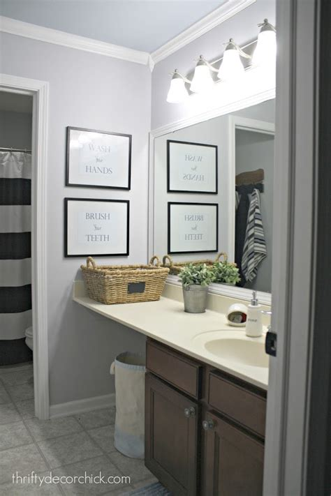 Simple Bathroom Updates by A Simple Bathroom Makeover Paint Is The Bomb From