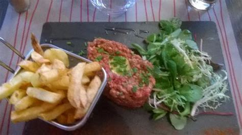 beef tartar with home cut chips and fresh leaves salad