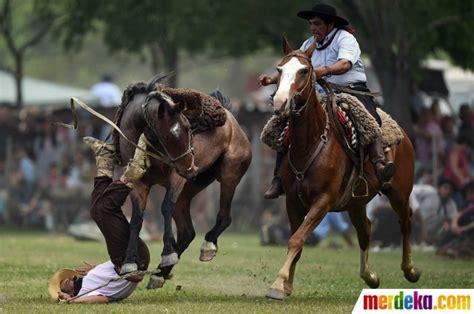 Sho Kuda Di Century foto uji ketahanan kendalikan kuda jingkrak di tradisi