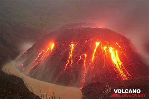 kelud volcano november  lava dome   growing