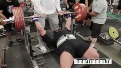alabama bench press record eric spoto breaks bench pressing world record the