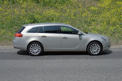 opel insignia  carzone  car buying guides