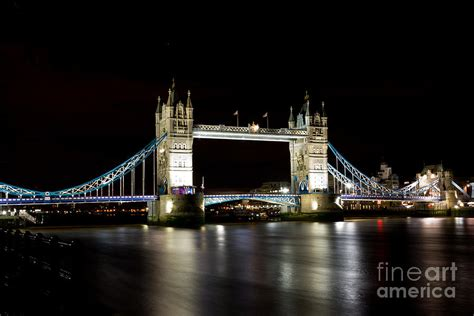 thames river at night night image of the river thames and tower bridge
