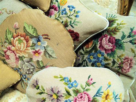 divanetti antichi divanetti dorati nappe cuscini antichi e femminilit 224