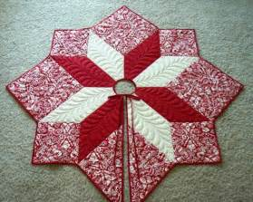 Free Quilted Christmas Tree Skirt Pattern - star medallion tree by deonn quilting pattern