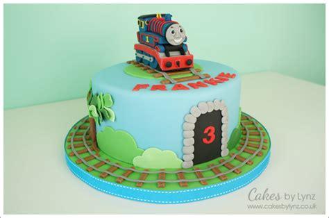 thomas  tank engine cakes  lynz