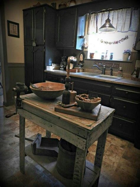 Primitive Kitchen Islands Pin By Tyne Armor On Prim Colonial Kitchens And Diningrooms Cabinets The End