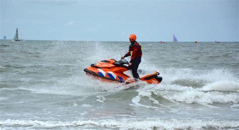 waterscooter kust nieuw vaarmaterieel voor de veiligheid aan de haagse kust