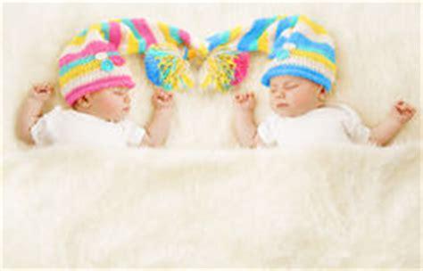 neugeborene schlaf schlafende zwillinge stockbild bild h 228 kelarbeit