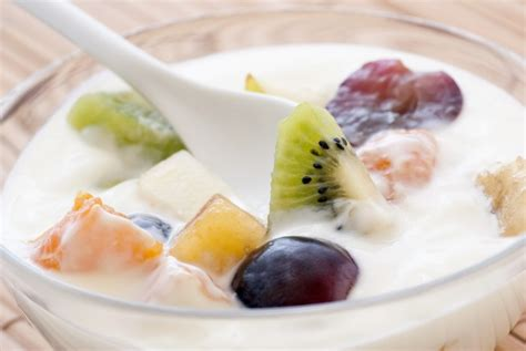 cara membuat salad buah saus yoghurt bandung yoghurt aneka resep sajian yoghurt