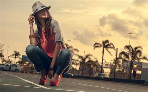 wallpaper girl in cap female wallpaper cap fashion girl model 2560x1600