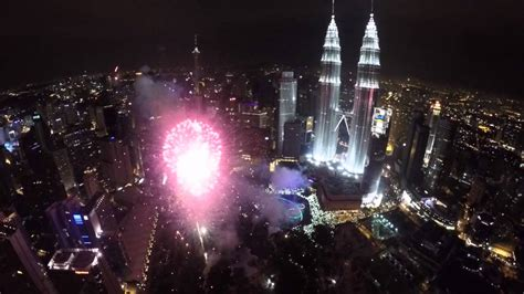 new year 2015 malaysia 2015 new year celebration fireworks petronas towers