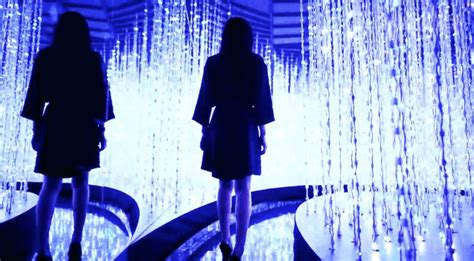 Ayomi Scarf interactive installation transports viewers to dazzling universe of infinite lights