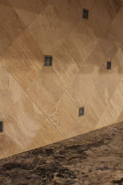 coastal kitchen remodel with travertine tile backsplash
