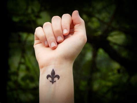 fleur de lys tatouage temporaire