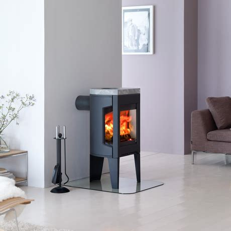 Wood Burner For Small Fireplace by Jotul Small Wood Burning Stoves F 162 F 163