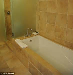 whitney houston bathtub whitney houston s mother cissy plans to visit hotel death