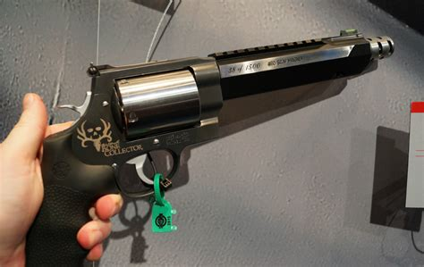smith and wesson products show 2015 smith wesson new products booth tour
