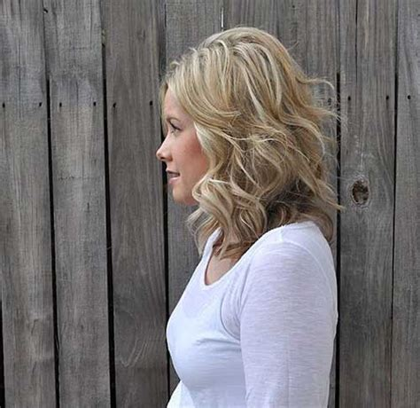 nice hairstyle for short medium hair with one hair band 20 best short to medium length haircuts short hairstyles