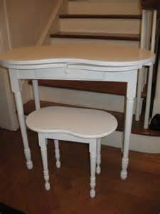 Vanity Stool At Ross Vintage Kidney Shaped Vanity Dressing Table Desk And Matching