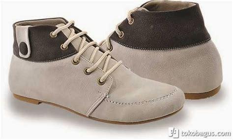 Sepatu Boot Hujan Wanita model sepatu boot perempuan terbaru 2014 trend busana 2014
