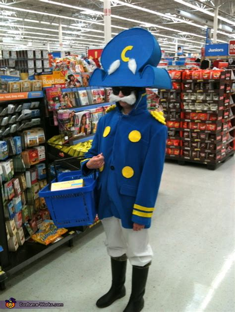 capn crunch costume photo