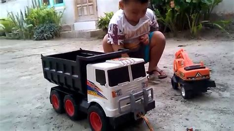 Alat Berat Bego maianan truk besar dan bego alat berat