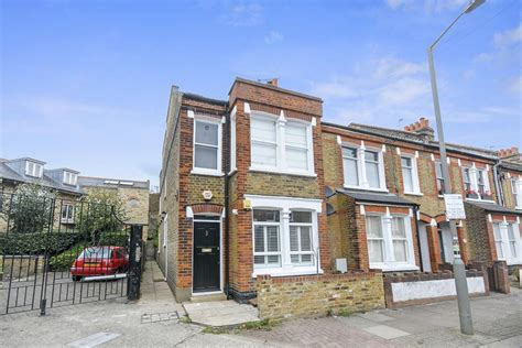 2 bedroom house rent london 2 bed house end of terrace to rent balvernie grove