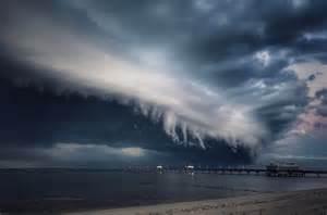Shelf Cloud Tornado by Creepy Shelf Cloud Darkens The Sunset Sky Of Virginia In
