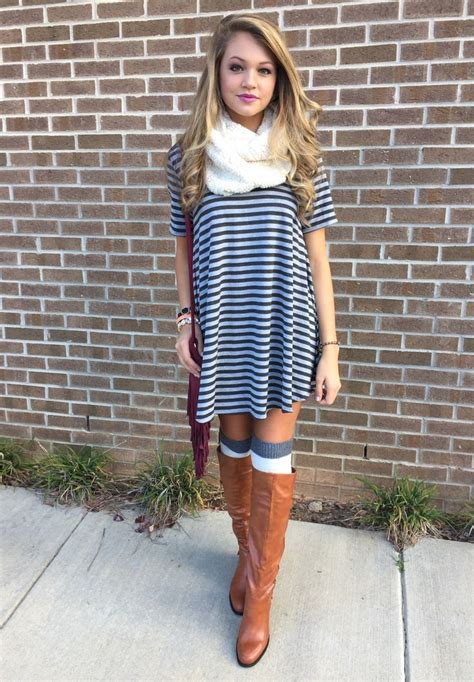 what color shoes go with a black and white striped dress