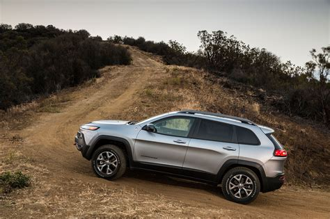 jeep trailhawk 2014 2014 jeep cherokee trailhawk profile drivers offroad
