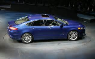 2013 ford fusion hybrid side photo 9